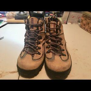 Women's Columbia hiking boots